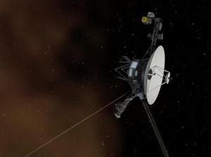 Representação conceitual de um artista retratando a nave espacial Voyager 1, da NASA, ao entrar no espaço interestelar, ou o espaço entre as estrelas. Espaço interestelar é preenchido pelo plasma ou gás ionizado, que foi expulso pela morte estrelas gigantes milhões de anos atrás. O ambiente dentro da nossa bolha solar é preenchido pelo plasma ejetado pelo nosso sol, conhecido como vento solar. O plasma interestelar é mostrado como um brilho laranja, semelhante à cor observada em imagens de luz visível pelo telescópio espacial Hubble quando aponta para estrelas na nebulosa de Orion, viajando pelo espaço interestelar.  Crédito: NASA / JPL-Caltech