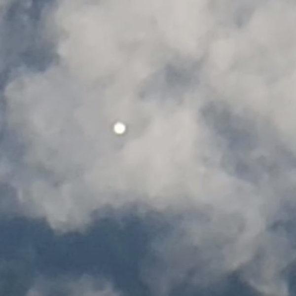 Youtubers filmam esfera brilhante nos céus da Carolina do Norte (EUA)