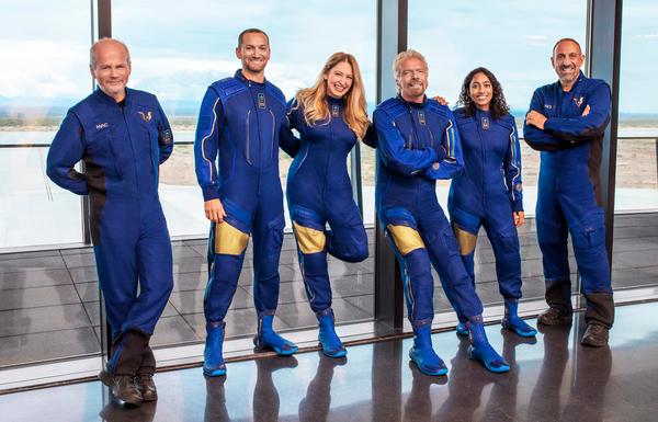 Integrantes da missão Unity 22, primeiro voo de tripulação completa do veículo VSS Unity, da Virgin Galactic (foto divulgação/Virgin Galactic)